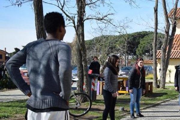 Migranti barricati in un centro di accoglienza a Roma
