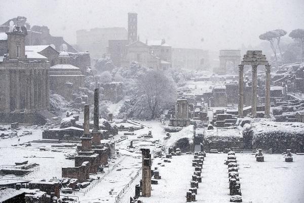Ondata di freddo in Italia, neve a Napoli e Roma