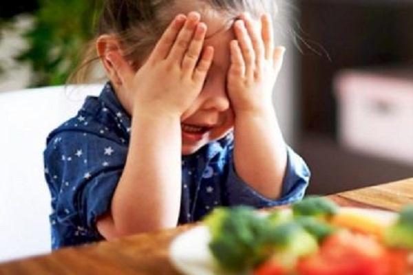 Dieta vegana bocciata dai pediatri, pericolosa per i bambini