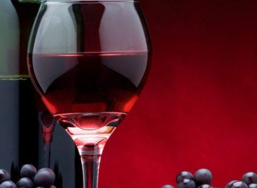 """Vino: bere due bicchieri aiuta a mantenere il cervello sano"""""""