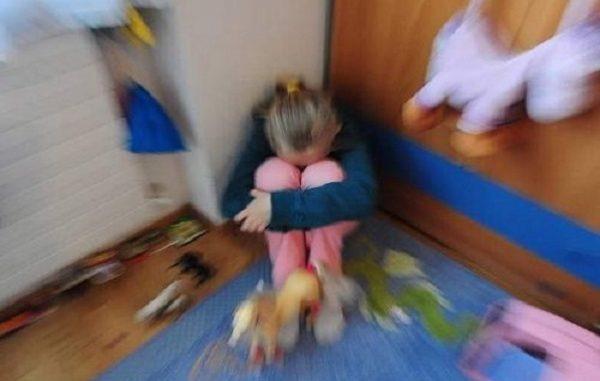 Abusi sessuali su bambini di scuola materna, arrestato il maestro