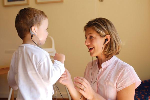Bambini sordi in Italia, come prevenire il rischio di perdita dell'udito?