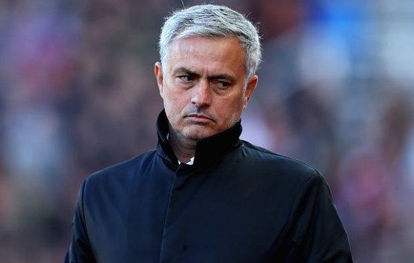Mourinho esonerato dal Manchester? L'appello dei tifosi