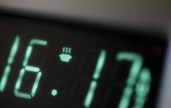 Perché gli orologi europei sono indietro di 6 minuti?
