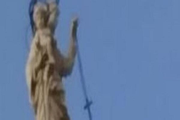 Miracolo a Pompei, oscilla il rosario della Madonna