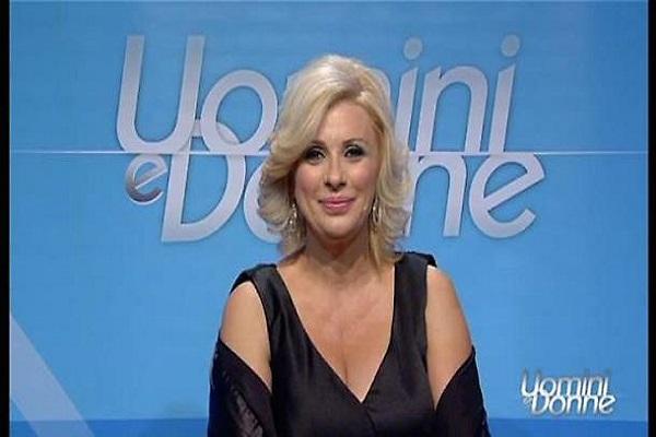 Tina Cipollari criticata sul web, salta il trono classico a Uomini e Donne?