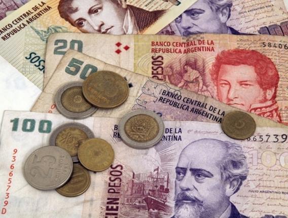 Argentina, crolla il peso: tassi al 40%