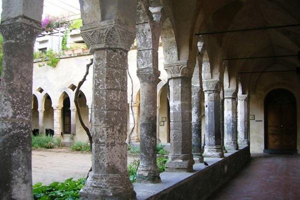 Sorrento: matrimonio gay vietato vicino al monastero francescano