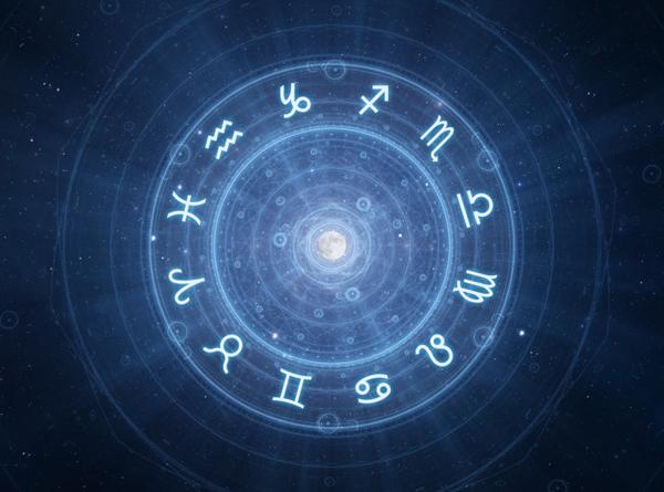 Oroscopo del giorno 25 maggio 2018: domani delusioni per Pesci, amore per Sagittario