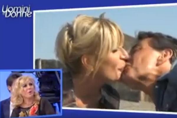 Gemma Galgani bacia Marco, la dama lascia Uomini e donne?
