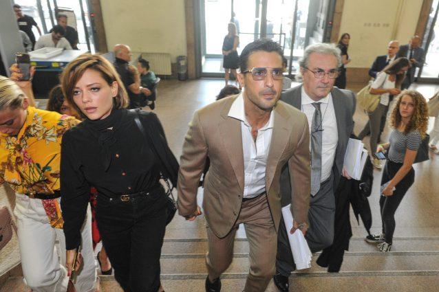 Fabrizio Corona, revoca dell'affidamento: giudici rimandano decisione