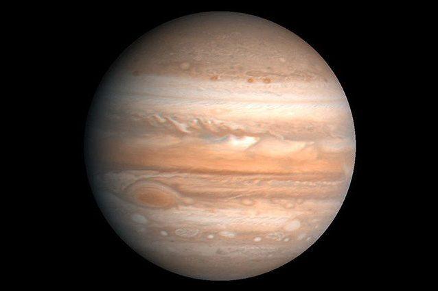 Giove, scoperte 12 nuove lune intorno al pianeta