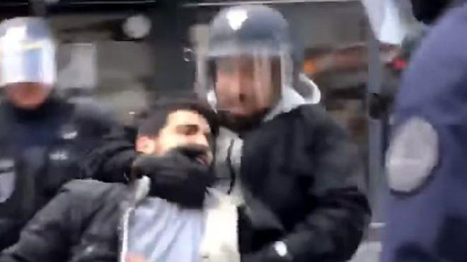 Macron licenzia Benalla, collaboratore che picchiò manifestante