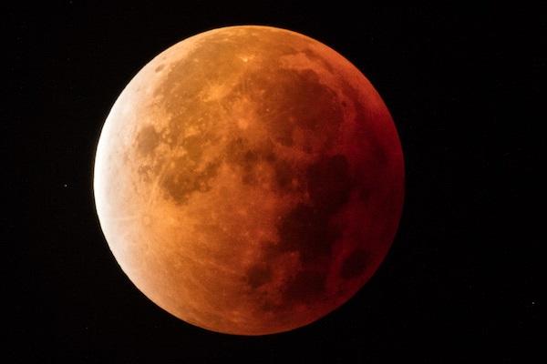 Eclissi lunare 27 luglio 2018: dove e come vederla