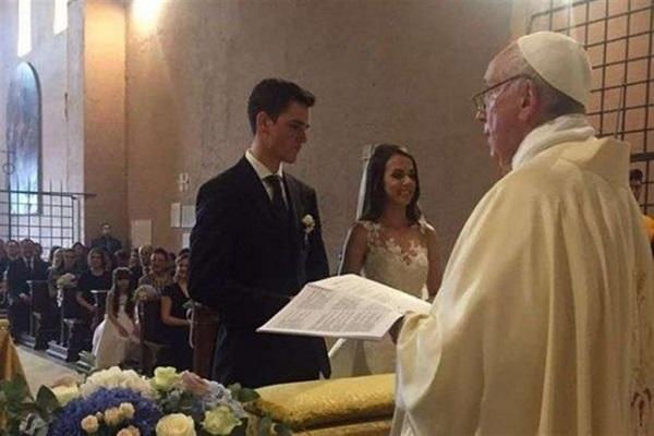 Nozze in Vaticano: Papa Francesco celebra matrimonio a sorpresa