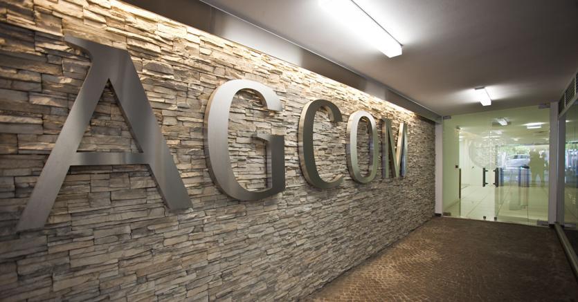 Agcom multa Amazon per attività postale non autorizzata