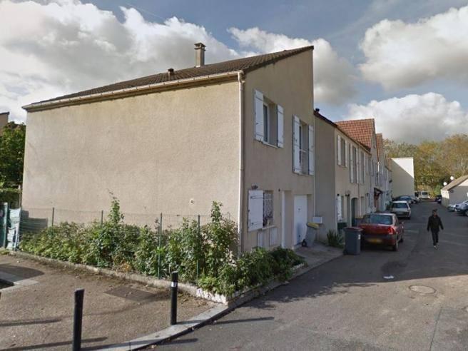 Francia, uomo uccide una persona al grido di