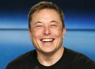 Tesla resta in Borsa: arriva l'annuncio di Elon Musk