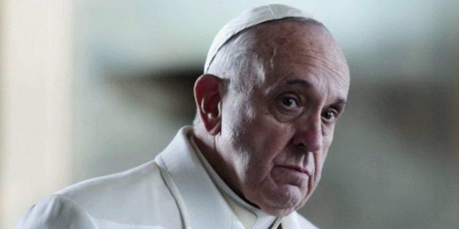 Monsignor Viganò chiede a Papa Francesco di dimettersi