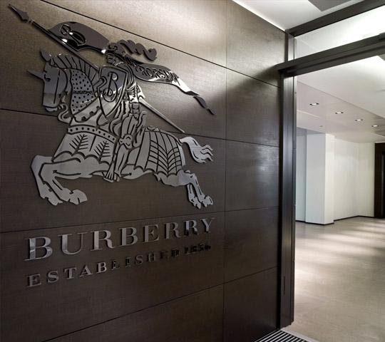 Burberry non brucerà più le merci non vendute