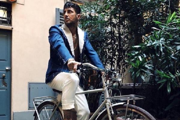 Fabrizio Corona Instagram: cade dalla bici in diretta