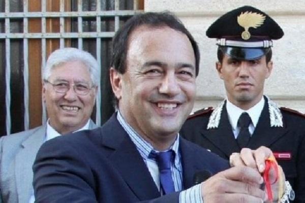 Sindaco di Riace Domenico Lucano, di cosa è accusato