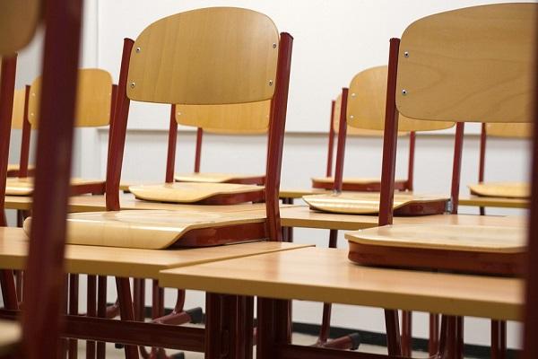 Vimercate, bullismo a scuola: lanciano sedia contro la Prof